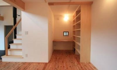 落ち着いた書斎コーナー|『多賀城のコートハウス』中庭を囲む2世帯住宅