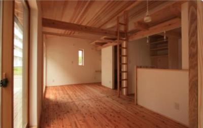 親世帯の寝室とリビング (『多賀城のコートハウス』中庭を囲む2世帯住宅)