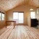 東京都目黒区・斜天井にパイン材を貼り、涼やかな空間に