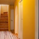 ディー・エス・アイの住宅事例「東京都目黒区・斜天井にパイン材を貼り、涼やかな空間に」
