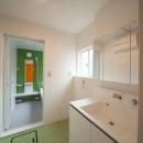 グリーンがアクセントの洗面・浴室