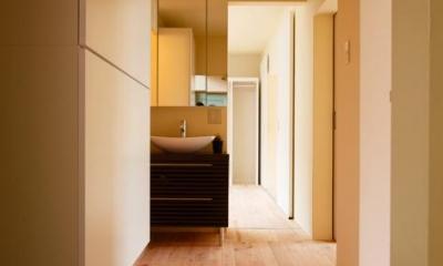 開放的な玄関ホール|埼玉県和光市・緑豊かな旧公団住宅を、シンプルで暖かな空間へ