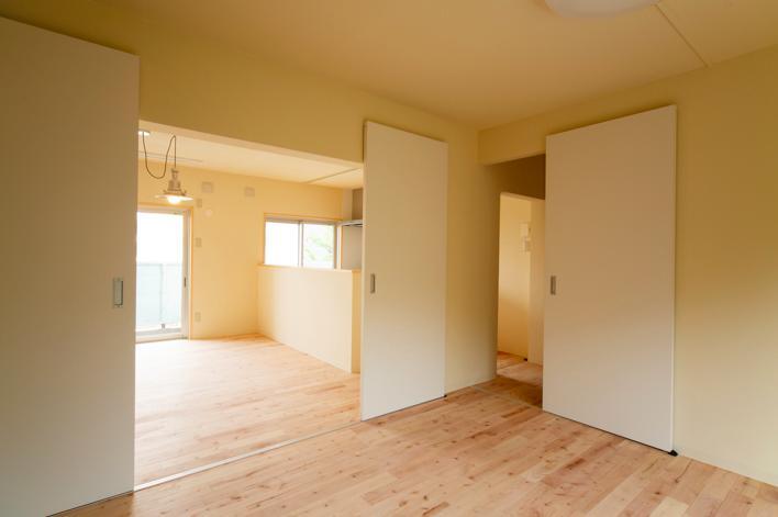 埼玉県和光市・緑豊かな旧公団住宅を、シンプルで暖かな空間へ (オープンで開放的な空間)