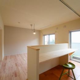 埼玉県和光市・緑豊かな旧公団住宅を、シンプルで暖かな空間へ (光を取り込むLDK)