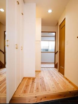 東京都新宿区・戸建てを自然素材の暖かさとお好みテイストで (玄関ホール)
