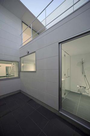 稲沢GHの写真 開放的なバスルーム