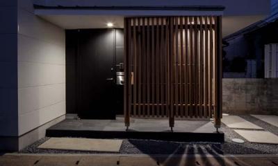 カタピラ (木格子のある玄関)