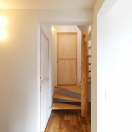 "『tsumiki』""個""の空間を強調、多様な居場所を持つ住宅 (玄関ホール)"