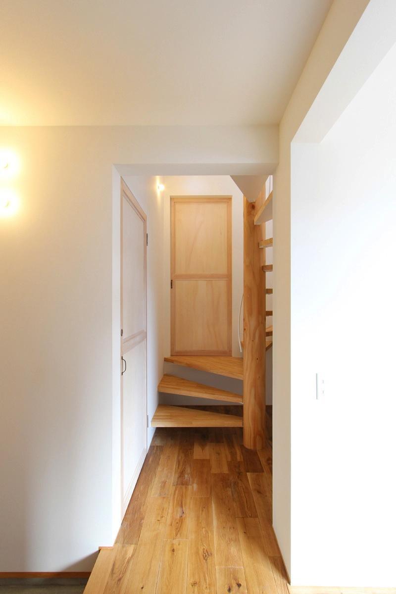 "『tsumiki』""個""の空間を強調、多様な居場所を持つ住宅の部屋 玄関ホール"