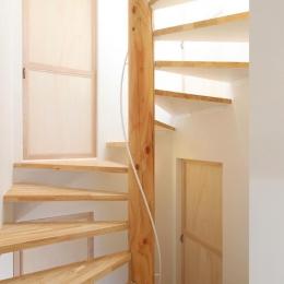 "『tsumiki』""個""の空間を強調、多様な居場所を持つ住宅 (コンパクトな階段室)"