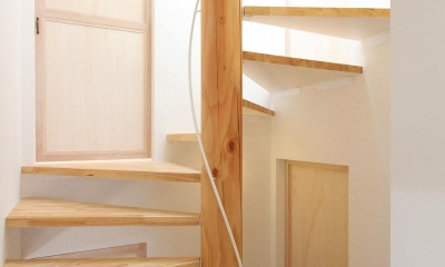 """コンパクトな階段室 『tsumiki』""""個""""の空間を強調、多様な居場所を持つ住宅"""