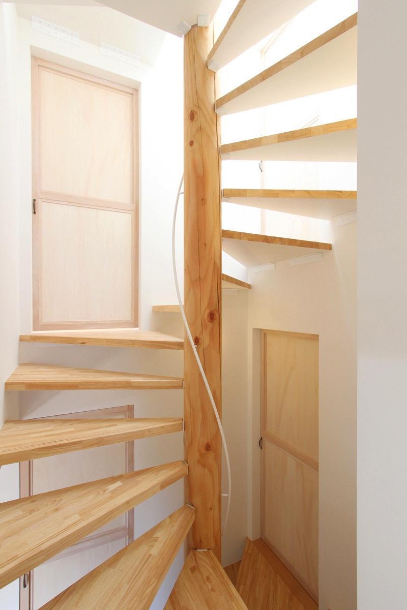 "『tsumiki』""個""の空間を強調、多様な居場所を持つ住宅の部屋 コンパクトな階段室"