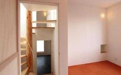 "『tsumiki』""個""の空間を強調、多様な居場所を持つ住宅 (オレンジの床の個室)"