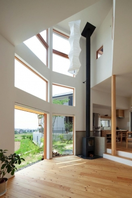 『はざまの家/The Frontier House』家族と自然をつなぐ家 (自然を感じられる大空間リビング)