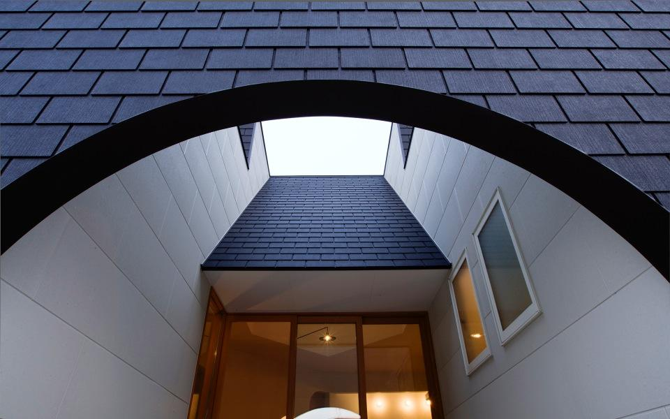 『奇箱 / KIBAKO』明るく開放的な、豊かな空間づくり (光を取り込む中庭空間)