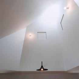 『奇箱 / KIBAKO』明るく開放的な、豊かな空間づくり (吹き抜け-トップライト)