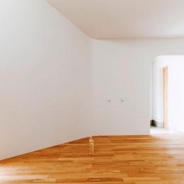『奇箱 / KIBAKO』明るく開放的な、豊かな空間づくり (リビング-アールの開口)