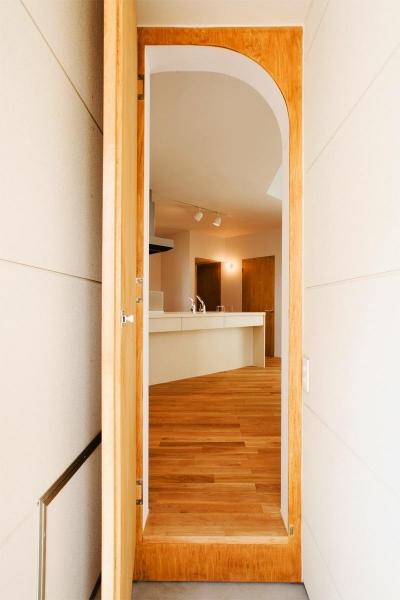 『奇箱 / KIBAKO』明るく開放的な、豊かな空間づくり (キッチンを見る)