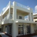 『H-house』自然素材の二世帯住宅の写真 白い二世帯住宅-外観2