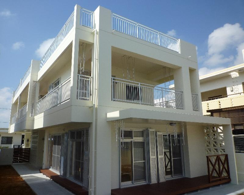 白い二世帯住宅-外観2 (『H-house』自然素材の二世帯住宅)
