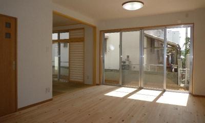 無垢フローリングの親世帯リビング|『H-house』自然素材の二世帯住宅