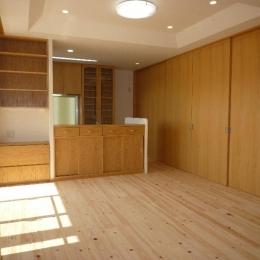 木の温もり感じる2階子世帯LDK (『H-house』自然素材の二世帯住宅)