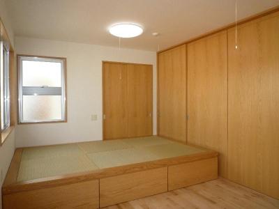 畳スペースのある子供室 (『H-house』自然素材の二世帯住宅)