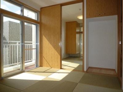 2階寝室-県産ビーグの畳を使用 (『H-house』自然素材の二世帯住宅)