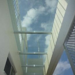 外階段上部の庇