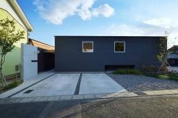 『蒲郡・西浦の家』時間がゆったり流れる寛ぎの平屋住宅 (モダンな外観)