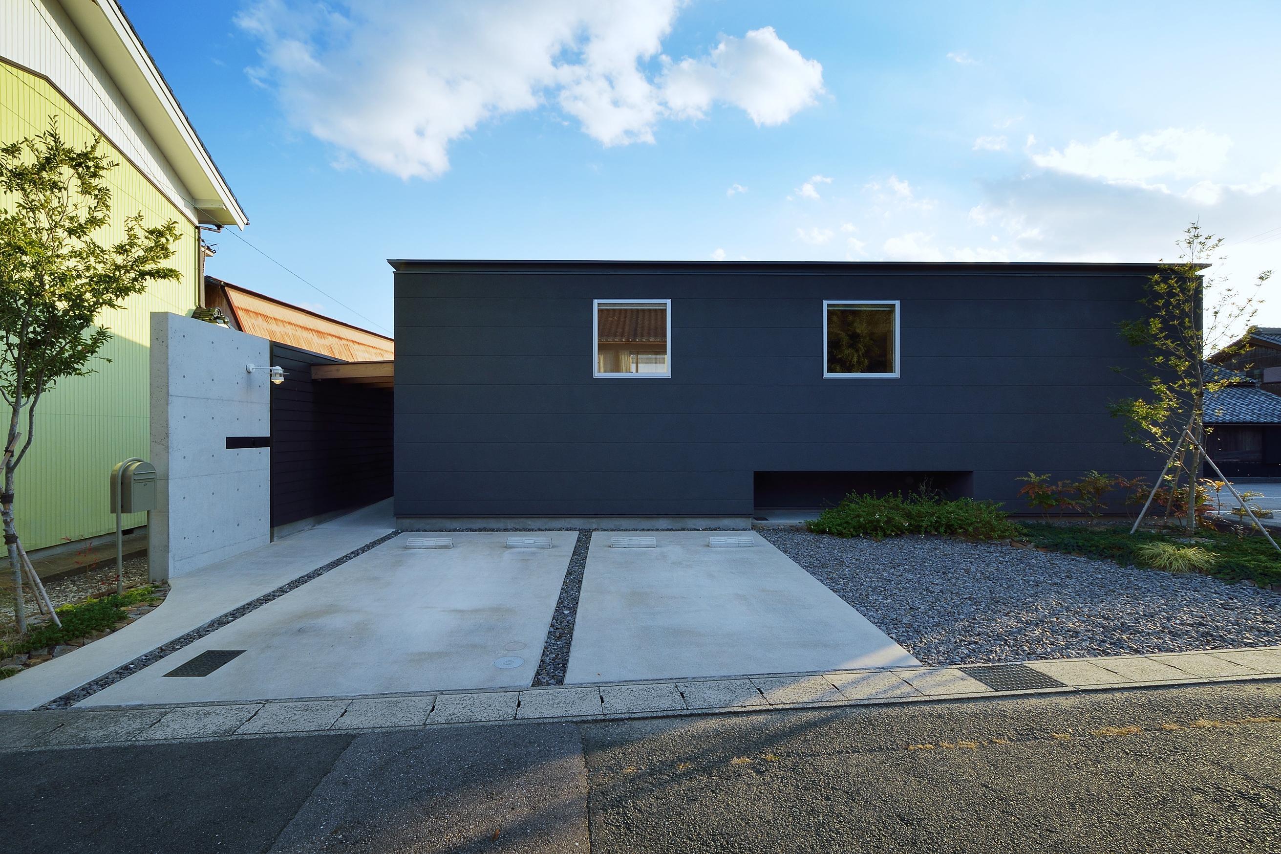 『蒲郡・西浦の家』時間がゆったり流れる寛ぎの平屋住宅の部屋 モダンな外観