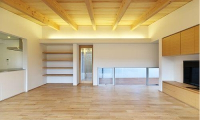 明るく開放的なLDK|『蒲郡・西浦の家』時間がゆったり流れる寛ぎの平屋住宅