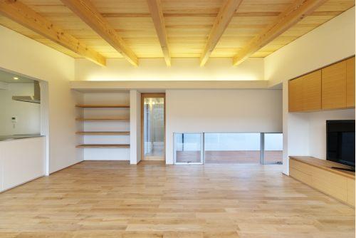 『蒲郡・西浦の家』時間がゆったり流れる寛ぎの平屋住宅の部屋 明るく開放的なLDK