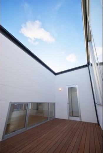 『蒲郡・西浦の家』時間がゆったり流れる寛ぎの平屋住宅の部屋 開放的な中庭