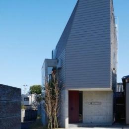 『名古屋・瑞穂区の家』不思議な奥行感のある住宅 (シャープな外観)