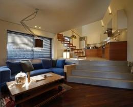 『名古屋・瑞穂区の家』不思議な奥行感のある住宅 (スキップフロアでつながるLDK-1)