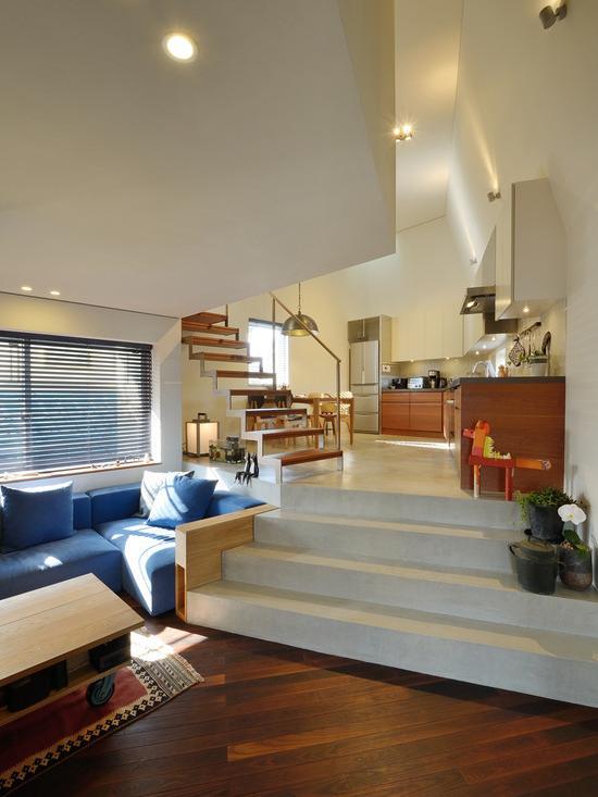 『名古屋・瑞穂区の家』不思議な奥行感のある住宅 (スキップフロアでつながるLDK-2)
