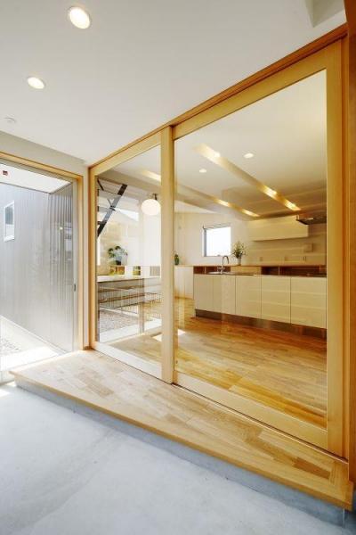 開放的な土間空間 (『蒲郡・新井形の家』コンパクト&シンプルな住まい)