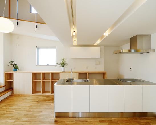 『蒲郡・新井形の家』コンパクト&シンプルな住まい (明るいオープンキッチン)