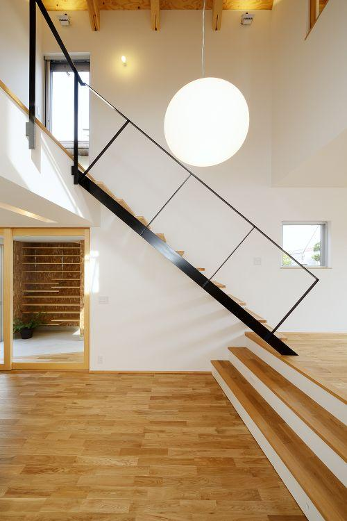 『蒲郡・新井形の家』コンパクト&シンプルな住まい (スキップフロア・階段)