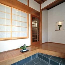 和風クラシックモダンな2世帯住宅 (開放的な玄関)