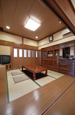 和風クラシックモダンな2世帯住宅 (家族が集う茶の間)