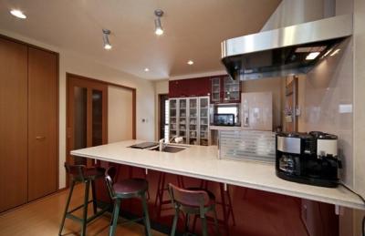 フルオープンカウンターのキッチン (和風クラシックモダンな2世帯住宅)