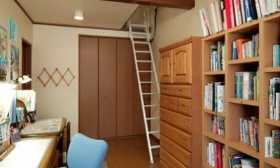 和風クラシックモダンな2世帯住宅 (ロフト付きの寝室)
