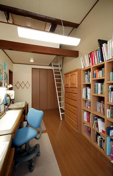 和風クラシックモダンな2世帯住宅の写真 ロフト付きの寝室