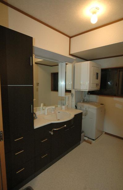和風クラシックモダンな2世帯住宅の写真 シンプルモダンな洗面室
