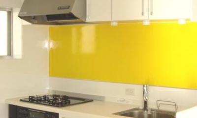 「カラフル・リフォーム」視覚で楽しむ家 (イエローがアクセントのキッチン)