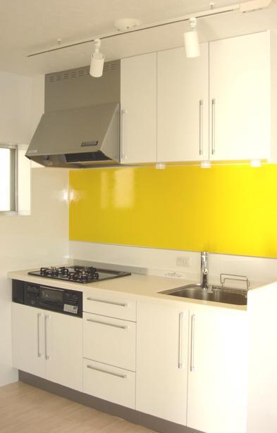 「カラフル・リフォーム」視覚で楽しむ家の部屋 イエローがアクセントのキッチン
