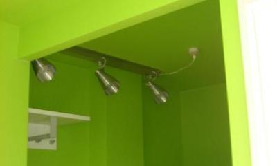 イエローグリーンのウォークインクローゼット|「カラフル・リフォーム」視覚で楽しむ家