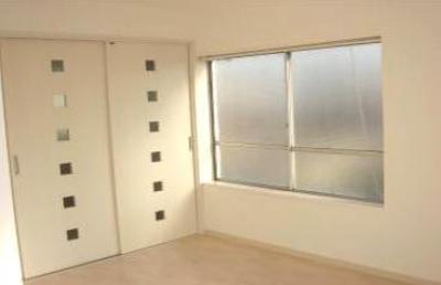 ホワイトで統一した洋室-1 (「カラフル・リフォーム」視覚で楽しむ家)